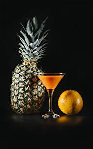 Fotos Fruchtsaft Ananas Apfelsine Schwarzer Hintergrund Weinglas