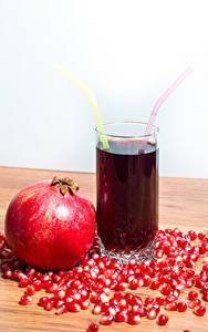 Hintergrundbilder Fruchtsaft Granatapfel Trinkglas Getreide Lebensmittel