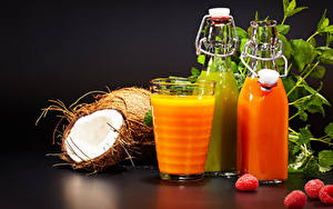Fotos Fruchtsaft Himbeeren Kokosnuss Flasche Trinkglas Lebensmittel
