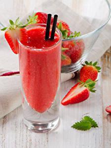 Hintergrundbilder Saft Erdbeeren Bretter Trinkglas das Essen