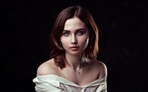 Hintergrundbilder Süßes Starren Schwarzer Hintergrund Braune Haare Julia, Evgeniy Bulatov