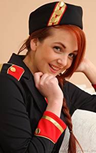 Fotos Kara Carter Rotschopf Blick Lächeln Hand Uniform Mädchens