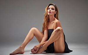 Hintergrundbilder Sitzen Bein Blick Karol Mädchens