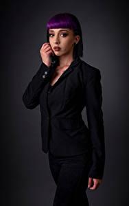 Fotos Posiert Anzug Make Up Piercing Blick Kat junge Frauen