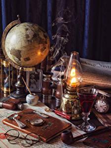 Hintergrundbilder Petroleumlampe Uhr Globus Buch Brille Dubbeglas Rauch