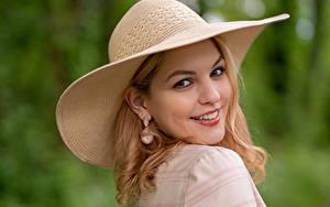Fotos Blond Mädchen Der Hut Lächeln Starren Bokeh Kerstin
