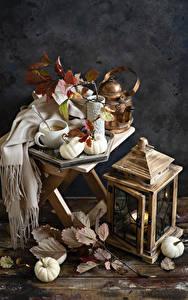 Bilder Flötenkessel Kerzen Kürbisse Stillleben Bretter Tasse Ast