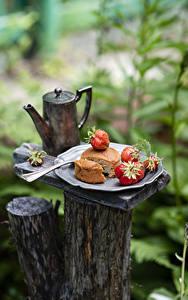 Bilder Pfeifkessel Obstkuchen Erdbeeren Bokeh Lebensmittel