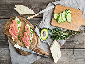 Hintergrundbilder Messer Butterbrot Gurke Avocado Fische - Lebensmittel Brot Bretter Schneidebrett
