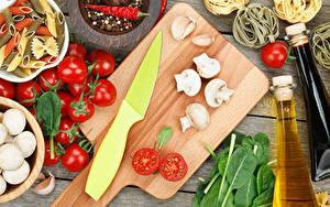 Hintergrundbilder Messer Gemüse Pilze Tomate Chili Pfeffer Schneidebrett Makkaroni
