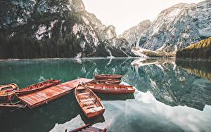 Hintergrundbilder See Italien Berg Schiffsanleger Boot Lake Braies