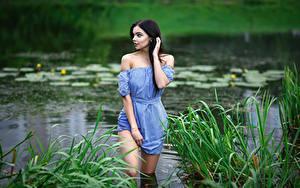 Hintergrundbilder See Model Gras Brünette Kleid Hand Maxim Romanov, Angelika Svoykina junge frau