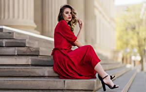 Hintergrundbilder Model Stiege Sitzend Kleid Starren Bokeh Lea Er