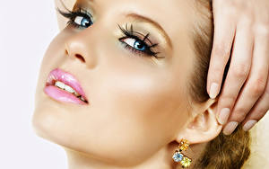 Bilder Lippe Augen Finger Gesicht Blick Schminke Ohrring Maniküre junge frau