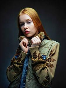 Hintergrundbilder Posiert Hand Starren Rotschopf Lisa, Nikolay Bobrovsky Mädchens