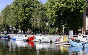 Bilder Litauen Bootssteg Motorboot Bäume Klaipeda