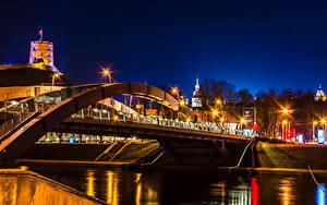 Hintergrundbilder Litauen Flusse Brücken Vilnius Nacht Straßenlaterne Mindaugas Bridge