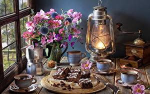 Fotos Törtchen Anemonen Sträuße Petroleumlampe Kaffee Kaffeemühle Stillleben Tablett Vase Tasse Fenster Blumen