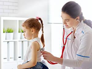 Hintergrundbilder Kleine Mädchen Zopf Brünette Hand Zwei Arzt