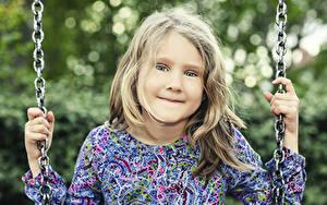 Bilder Kleine Mädchen Blick Hand Kette kind