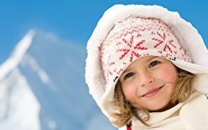 Hintergrundbilder Kleine Mädchen Starren Lächeln Kapuze Mütze Kinder