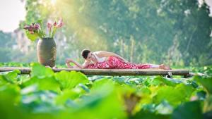 Fotos Lotosblume Asiatische Brünette Dehnübung Spagat