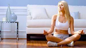 Fotos Lotussitz Fitness Joga Bein Blond Mädchen Sport Mädchens
