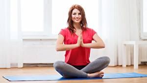 Hintergrundbilder Lotussitz Fitness Joga Lächeln Braunhaarige Hand sportliches Mädchens
