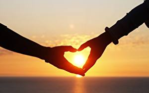 Hintergrundbilder Liebe Sonnenaufgänge und Sonnenuntergänge Herz Hand Sonne