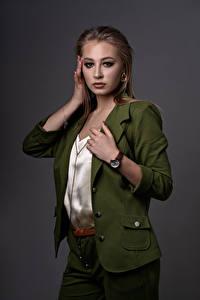 Fotos Posiert Hand Schminke Starren Maria Duzhaya, Kirill Sokolov junge frau