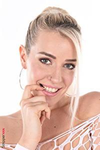 Bilder Marica Chanelle iStripper Weißer hintergrund Blond Mädchen Starren Lächeln Make Up Hand Mädchens