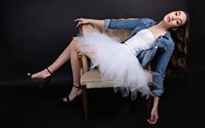 Hintergrundbilder Sessel Pose Kleid Blick Marie-Soleil Ethier Mädchens