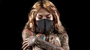 Hintergrundbilder Masken Tätowierung Schwarzer Hintergrund Hand junge frau