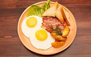 Bilder Fleischwaren Brot Kartoffel Schinkenspeck Teller Spiegelei Lebensmittel