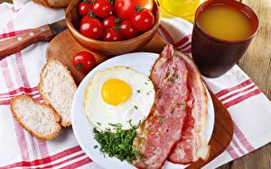 Papéis de parede Produtos de carne Pão Tomate Suco Bacon Desjejum Ovo frito Chávena Alimentos