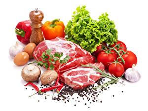Hintergrundbilder Fleischwaren Pilze Peperone Tomate Knoblauch Schwarzer Pfeffer Chili Pfeffer Gemüse Weißer hintergrund