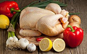 Hintergrundbilder Fleischwaren Peperone Knoblauch Zitrone Gemüse Hühnerfleisch Bretter Schneidebrett Lebensmittel
