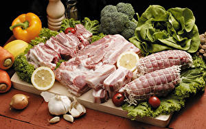 Wallpapers Meat products Pepper Vegetables Onion Tomatoes Allium sativum Pork Cutting board