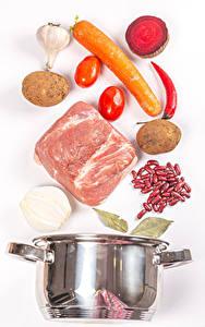 Bilder Fleischwaren Kartoffel Mohrrübe Rote Beete Tomate Knoblauch Weißer hintergrund Bohnen samen