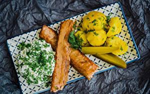 Hintergrundbilder Fleischwaren Kartoffel Sauerrahm Dill Gurke Lebensmittel