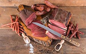 Fotos Fleischwaren Wurst Schwarzer Pfeffer Messer Bretter Schneidebrett Salz Geschnitten Lebensmittel