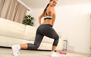 Fotos Melisa Mendiny Fitness Starren Lächeln Hand Bein Körperliche Aktivität junge frau