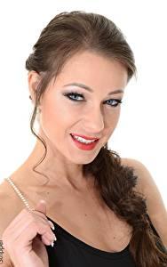 Hintergrundbilder Melisa Mendiny iStripper Weißer hintergrund Brünette Blick Make Up Lächeln Hand Mädchens