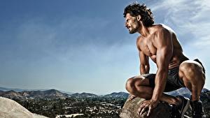 Bilder Mann Bodybuilding Hand Sitzen Shorts Joe Manganiello