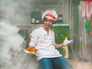 Bilder Mann Brot Küchenchef Uniform Brille Glücklich Rauch mad