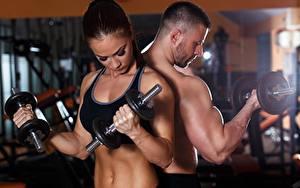 Hintergrundbilder Mann Fitness Hantel Mädchens