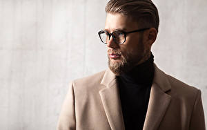 Fotos Mann Brille Bärtiger Frisuren