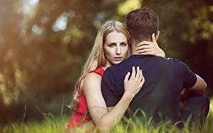Bilder Mann Umarmung Zwei Hand Sitzend Blick Mädchens