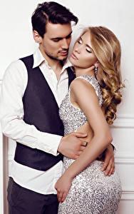 Hintergrundbilder Mann Liebe 2 Blondine Umarmung Kleid