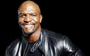 Hintergrundbilder Mann Neger Glatze Lächeln Gesicht Schwarzer Hintergrund Terry Crews Prominente